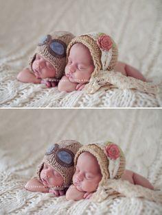 newborn twin poses.    https://www.facebook.com/stephaniecottaphotography