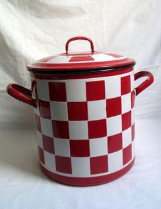 Marmite émaillée damier rouge et blanc ancienne Lustucru / faitout en émail vintage / grande marmite casserole / cuisine familiale 1940 1930 de la boutique LaptiteGermaine sur Etsy