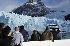 En el sudoeste de la provincia de Santa Cruz impactan las enormes paredes de hielo que conforman buena parte del gran Campo de Hielo Patagónico, la tercera concentración de hielo más grande del mundo después de los polos. Allí se encuentra el Parque Nacional Los Glaciares, declarado Patrimonio Natural por la UNESCO en 1981.  #Argentina | #ArgentinaEsTuMundo | #Patagonia | #PatagoniaArgentina | #SantaCruz | #Patrimonio | #PatrimonioMundial | #Paisaje | #ParqueNacional | #Glaciar | #Glaciares Patagonia, Mount Everest, Natural, Mountains, Grande, Travel, Google, Santa Cruz, The World
