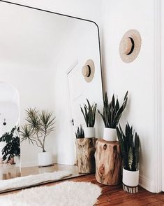 Make small spaces seem larger with a giant mirror. This idea will evolve any room into a beautiful clean space. Make small spaces seem larger with a giant mirror. This idea will evolve any room into a beautiful clean space. Decoration Inspiration, Interior Inspiration, Interior Ideas, Modern Interior, Interior Design Ideas For Small Spaces, Simple Interior, Boho Chic Interior, Small Livingroom Ideas, Small Space Decorating