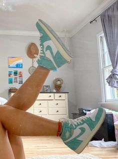 Cute Sneakers, Shoes Sneakers, Jordan Shoes Girls, Girls Shoes, Nike Shoes Air Force, Aesthetic Shoes, Aesthetic Pics, Hype Shoes, Mode Streetwear