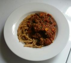 slow cooked bolognaise sauce w wholemeal spaghetti
