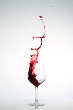 Weinglas 2 Arte Bar, Wine Glass Drawing, Wine Wallpaper, Wine Logo, Wine Photography, New Background Images, Wine Art, Fine Wine, Bottle Design