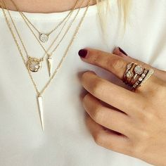 layered necklaces http://rstyle.me/n/r2hin4ni6