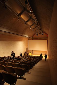 Fort Worth, Kimbell Art Museum (Louis I. Kahn 1972) School Architecture, Modern Architecture, Museum Lighting, Lecture Theatre, Louis Kahn, Mid-century Interior, Famous Architects, Architecture Visualization, Commercial Architecture
