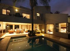 Sandton still has some of the most beautiful homes...if you like com=ntemporary that is. Love this...modern but homey.