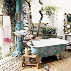how sexy is an outdoor bathtub? want!
