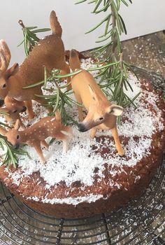 Rüeblichueche Dishes, Christmas Ornaments, Holiday Decor, Ethnic Recipes, Food, Home Decor, No Sugar, Recipes, Decoration Home