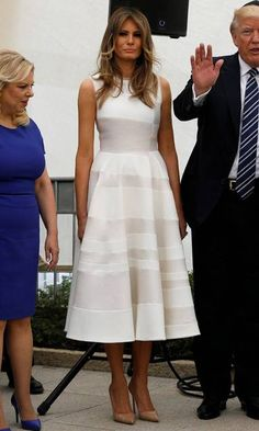 Wow thing: The low-cut design showed off her cleavage and her legs looked incredible in the mini, with their dusting of glittery powder which added some further disco fever Melania Trump Model, Melania Trump Dress, First Lady Melania Trump, Vestidos Fashion, Fashion Dresses, 90s Fashion, Milania Trump Style, Trump Models, Ivanka Trump