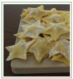 Stelle di speck, provola e patate Tortellini, Ravioli, Pasta Recipes, Cooking Recipes, Pasta Art, Pasta Maker, Burritos, Linguine, Xmas Food