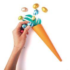 Pâques approche à grand pas et voici donc un DIY facile et rapide à fabriquer vous-mêmes pour vos enfants. Si vos enfants n'aiment pas les carottes, ils vont sûrement craquer pour ces carottes en papier remplies de surprises ! 😉