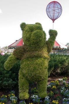 https://flic.kr/p/bpD31s | Disney Topiaries | I was fascinated by all these topiaries at Disney. These things are amazing.