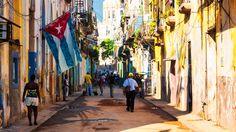 La Habana Vieja es la zona más antigua de la capital cubana. Este histórico barrio está lleno de callejuelas angostas de piedra y actualmente es una de las zonas más turísticas de la ciudad. En 1982, la Habana Vieja fue declarada Patrimonio de la Humanidad por la Unesco