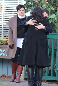 Lana, Jared & Ginny filming scenes for episode 4x20 - March 3, 2015