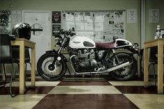 Triumph Thruxton Ace - Special Edition (Video) http://caferacercult.gr/news/triumph-thruxton-ace-special-edition-video.html