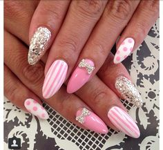 Pointy nails pink design