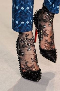 25 Photos to Show You the Cool Way to Wear Socks with Heels