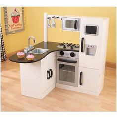 Don't search for Summer sales. We've got the best prices for kidkraft chef's corner play kitchen 53278 and other amazing Kids Homemaking & Play Kitchens deals. Diy Play Kitchen, Little Kitchen, Toy Kitchen, Play Kitchens, Barbie Kitchen, Kitchen Corner, Kitchen Playsets, Diy Karton, Warm Home Decor