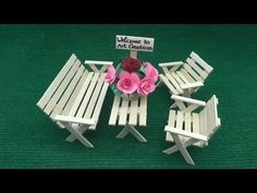 DIY Picnic Table and Bench made out of popsicle sticks - dollhouse miniatures Popsicle Stick Crafts House, Popsicle Sticks, Craft Stick Crafts, Craft Sticks, Resin Crafts, Diy Barbie Furniture, Fairy Furniture, Paper Furniture, Diy Picnic Table