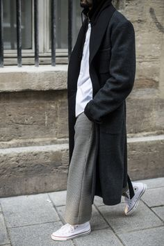 photography by Julien Boudet Street Style Trends, Fashion Pants, Fashion Outfits, Fashion Trends, Fasion, Converse Style, Wide Pants, Casual Chic Style, Style Men
