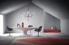 An icon of Italian design, Fenice table has returned to production after 53 years. With a that was ahead of its time, the table was one of the first tables with a central leg, created nearly 20 years before the appearance of tables with similar supports. Italian Furniture Brands, Dining Table Design, Dining Tables, Coffee Tables, Dining Room, Oval Table, Luminaire Design, Milan Design, Modern Table