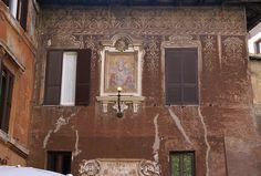 Rom, Piazza del Biscione, Madonna