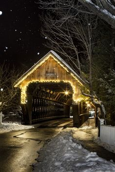 The Middle Bridge in Woodstock, VT. Photo by Joel Laino. The Middle Bridge in Woodstock, VT. Photo by Joel Laino. Woodstock Vermont, Christmas Scenes, Old Barns, Covered Bridges, Winter Scenes, Architecture, New England, Places To Go, Beautiful Places