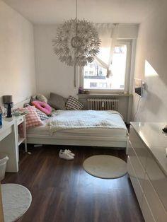 40 veľkých nápadov pre malé izby - sikovnik.sk Bedroom Decor For Couples Small, Small Bedroom Ideas On A Budget, Small Space Bedroom, Cute Bedroom Ideas, Small Bedroom Designs, Small Room Decor, Small Room Design, Budget Bedroom, Trendy Bedroom