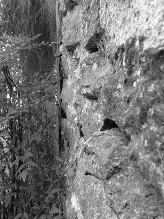 Gabriel Janikian Escolhi este lugar para tirar a foto, pois ele trabalha com escala tonal, nas pedras da escada que vão ficando mais claras e tem um plano bem definido, nas pedras e nos espaços entre elas.
