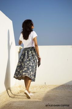 Fashion, Style, Fashion Blogger, Fashion photography, Chamray Midi Skirt, White Top, Floral print, Fall Fashion, Street Style
