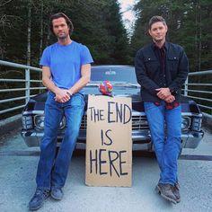 Jensen Ackles Jared Padalecki, Jared And Jensen, Supernatural Jensen, Supernatural Seasons, Castiel, Supernatural Fanfiction, Supernatural Quotes, Sam E Dean Winchester, Winchester Brothers
