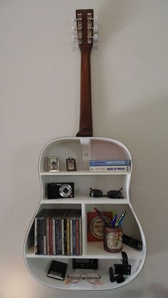 music musicphotography music music 🍾🙌 Turn bottles & jars into pieces of artwork! Love music and books? These creative floating bookshelves are for you. guitar shelf 8 More music room decoration ideas Running . Guitar Shelf, Guitar Case, Guitar Display, Diy Casa, Music Decor, Music Room Decorations, Aesthetic Rooms, My Room, Spare Room