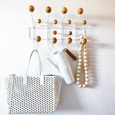 ... Eames / Porte Manteau · Hang It All Blanc Et Bois / Sobre Et Tendance /  Idéal Dans Une Chambre,