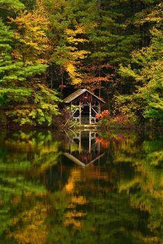 Saylors Lake, Saylorsburg, Pennsylvania, USA - 18 Fascinating Photos of Places in the Amazing Autumn