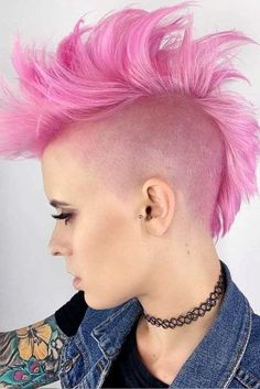 [New] The 10 Best Hairstyle Ideas Today (with Pictures) - Summer cut for this babe Looking gorg. In her fresh pink Mohawk Color: Bonder: Clippers: Shears: . Short Hair Mohawk, Girl Mohawk, Mohawk Hairstyles For Women, Cool Hairstyles, Short Hair Styles, Short Punk Hairstyles, Punk Mohawk, Hairstyles Haircuts, Hairstyle Ideas