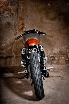 Suzuki GS550 Cafe Racer Tintin by Mellow Motorcycles #caferacer #motorcycles  #motos | caferacerpasion.com