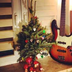 Merry Christmas  #christmas #tree #picks #guitar #bass #fender #dunlop @jimdunlopusa #tortex #ultex #diy #wesloych #swiat #kostki #muzyka #poland #warsaw @fender @basspedalboard