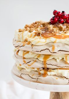 Spiced Brown Sugar Pavlova with Whipped Cream Cheese, Gingerbread and Salted Caramel - Love Swah Pampered Chef Recipes, Gourmet Recipes, Snack Recipes, Dessert Recipes, Trifle Desserts, Gourmet Foods, Cream Cheese Desserts, Whipped Cream Cheese, Cream Cheese Filling