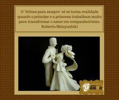 Noivinhos para topo de bolo no estilo clássico, todo branco, confeccionado em biscuit/porcelana fria. www.facebook.com/gaiotto.atelier http://agaiotto.blogspot.com/ atelier.gaiotto@gmail.com F: (19) 3012-3588