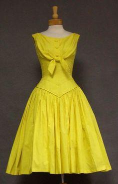 Suzy Perette 1950s day dress. Love the bodice shape!