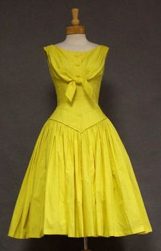 I love this!!!! 1950's day dress