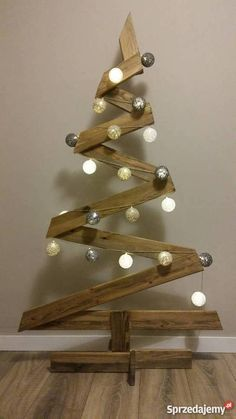 In this DIY tutorial, we will show you how to make Christmas decorations for your home. Wooden Christmas Crafts, Wooden Christmas Tree Decorations, Easy Diy Christmas Gifts, Pallet Christmas Tree, Christmas Tree Farm, Christmas Tea, Simple Christmas, Christmas Projects, Christmas Ornaments