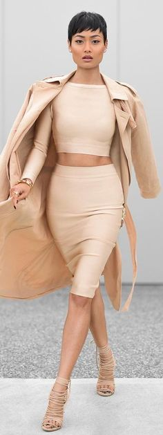 Street style | Cream crop top, coat, strapped heels and high waist flattering pencil skirt ❤️❤️