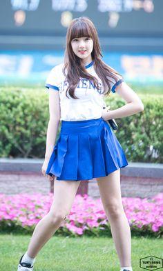 Yerin at Everyday Live Concert! Asian Cute, Cute Asian Girls, Cute Girls, Korean Women, Korean Girl, Girls In Mini Skirts, Pleated Mini Skirt, Beautiful Asian Women, Asian Woman