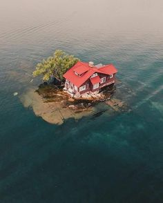 Would you live here? Thousand Islands, Wellesley Island, New York. Photo by – All Pictures Places To Travel, Places To See, Seaside Florida, Ontario Travel, Thousand Islands, Unusual Things, Abandoned Places, Abandoned Ships, The Good Place