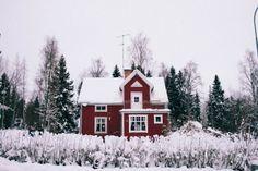 Winter cottage in Karlholmsbruk - Léa Taloc - http://www.becomeadinosaur.com/