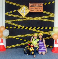 Construction Theme: a WOW worthy photo booth Konstruktionsthema: Ein WOW-würdiger Fotoautomat Happy Birthday, 4th Birthday Parties, Boy Birthday, Birthday Ideas, Birthday Banners, 1st Birthdays, Construction Birthday Parties, Construction Party Games, Construction Cupcakes