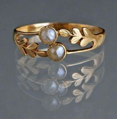 Edwardian ring with pearls and gold, ca. 1905 (I don't like yellow gold but … Edwardian ring with pearls and gold, ca. 1905 (I don't like yellow gold but this is lovely. Antique Rings, Antique Jewelry, Gold Jewelry, Jewelery, Vintage Jewelry, Jewelry Accessories, Fine Jewelry, Jewelry Ideas, Vintage Pearl Rings