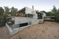Betonvilla an der argentinischen Küste / Zwischen Wald und Dünen - Architektur und Architekten - News / Meldungen / Nachrichten - BauNetz.de