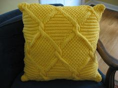 Ravelry: Twisted Diamonds Throw pattern by Moda Dea Knitting Videos, Knitting Stitches, Knitting Yarn, Baby Knitting, Knitting Patterns, Knitted Cushions, Knitted Blankets, Crochet Projects, Knitting Projects